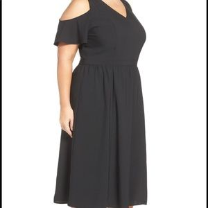 cute. cold shoulder midi dress with pockets